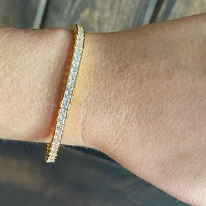 Stunning 14 K gold princess cut tennis bracelet
